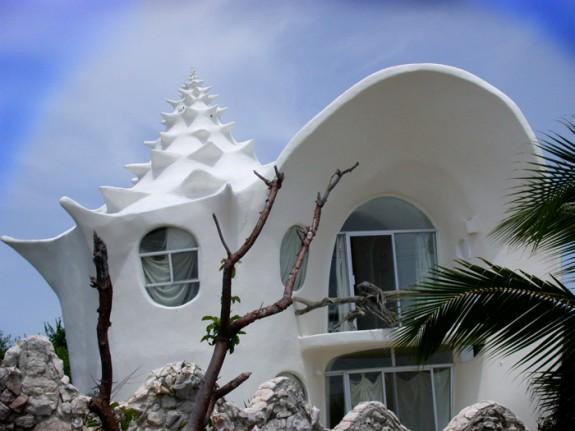 Čudne građevine - Page 9 19-Skoljkasta-kuca-Isla-Mujeres-Meksiko-575x431