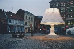 Džinovska kućna lampa ukrašava Malme