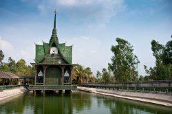 Budistički hram od milion boca