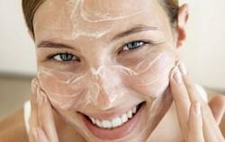 4 kućna pilinga koja će vam osvježiti i podmladiti kožu