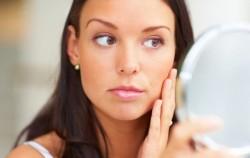 4 prirodna lijeka protiv akni