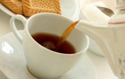 Crni čaj: Magična formula protiv podočnjaka