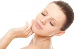 4 prirodne maske za kožu sklonu aknama