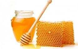 8 načina na koje vam med može pomoći da izgledate fantastično