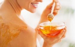 Med za ljepšu kožu: 3 kućna preparata koja možete napraviti odmah