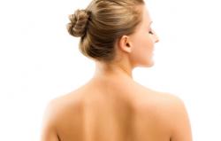 Najefikasniji kućni lijekovi protiv akni na leđima