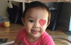 Roditelj bez premca: Kako kreativni tata uljepšava dane kćerke koja mora nositi povez na oku